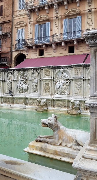 Fontaine a Sienne